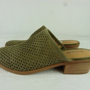 Shoes - NIB Baretraps sz 10 Green Perforated Slip On Mule